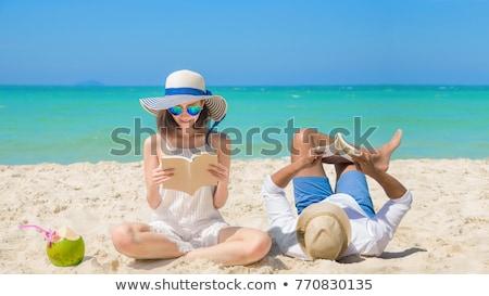 Młodych atrakcyjny para tropikalnej plaży hot Zdjęcia stock © majdansky