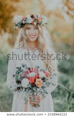 Piękna blond kobieta kwiaty wieniec portret Zdjęcia stock © dashapetrenko