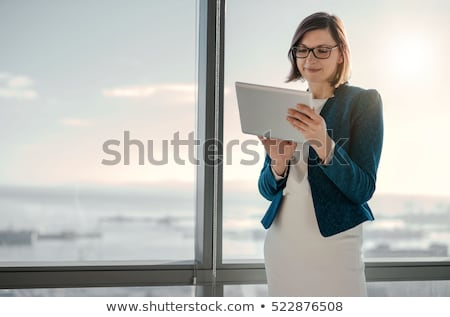 деловая женщина таблетка назад блондинка черный Сток-фото © Flareimage