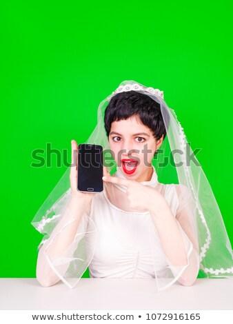 Kaukasisch verloofde mobiele telefoon wijzend Stockfoto © RAStudio