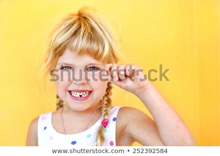 nina · primero · diente · que · falta · brecha - foto stock © brebca