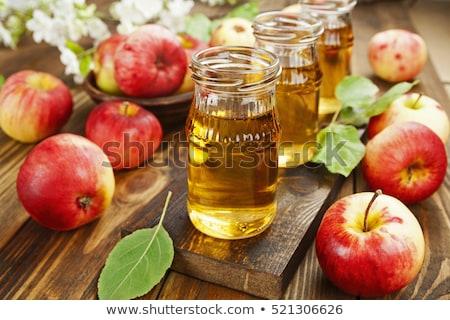 vidrio · frescos · orgánico · zumo · de · manzana · saludable · rojo - foto stock © DenisMArt