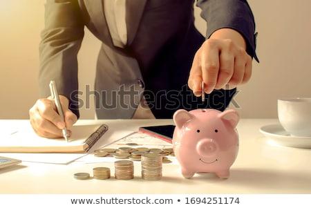 お金 · 夫 · 妻 · 家族 · 金融 - ストックフォト © yongtick
