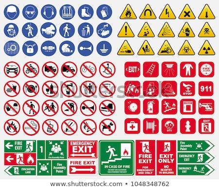 emergencia · signo · entrada · rojo - foto stock © chrisbradshaw