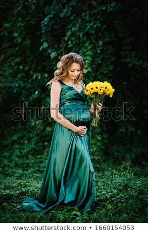 Hamile kadın çiçekler mutlu hamile kız Stok fotoğraf © privilege