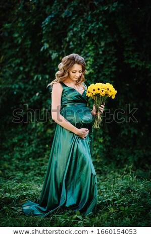 Mulher grávida flores feliz grávida menina Foto stock © privilege