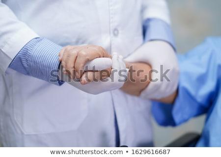 idős · beteg · kezet · fog · női · orvos · közelkép - stock fotó © melpomene