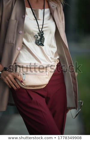 Robe femme Retour riche mer rive Photo stock © ssuaphoto