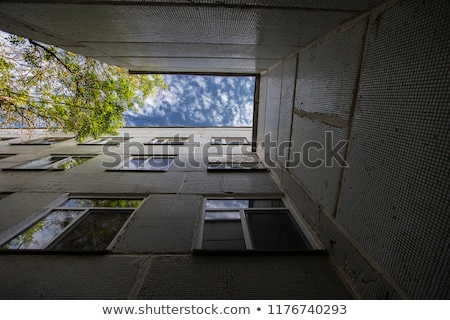 Graffiti gedekt oude verlaten verf bal Stockfoto © ArenaCreative