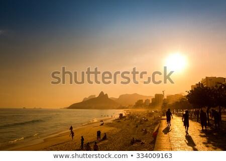 Emberek élvezi délután fény dél tengerpart Stock fotó © meinzahn