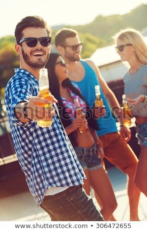 dört · mutlu · arkadaşlar · grup · dostça · fast-food - stok fotoğraf © andreasberheide