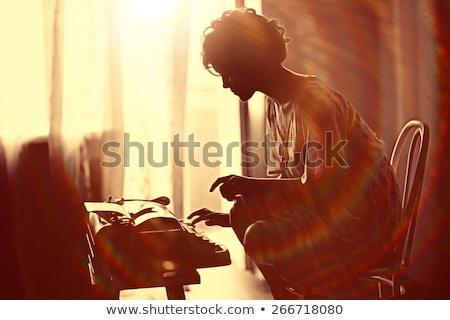 nő · ül · asztal · klasszikus · borotva · vonzó - stock fotó © deandrobot