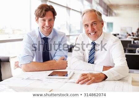 empresario · número · celular · teléfono · trabajo · fondo - foto stock © is2