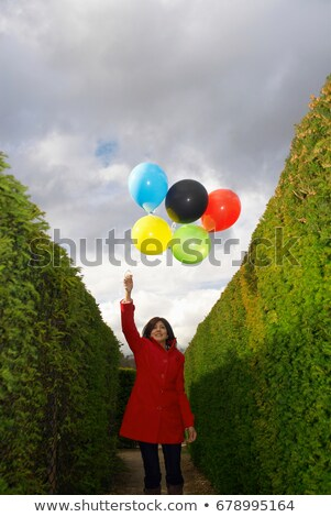 Hölgy tart léggömbök labirintus kommunikáció indiai Stock fotó © IS2