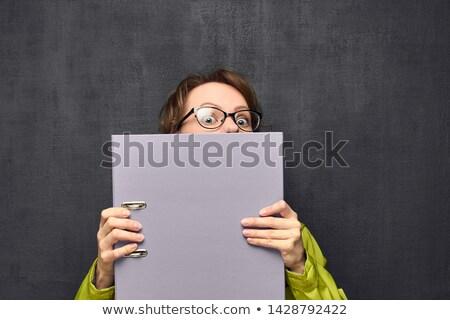 nő · póló · nagy · mappa · portré · vonzó - stock fotó © traimak