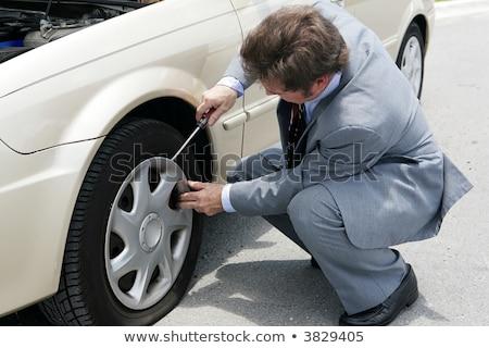 Mecánico de automóviles destornillador coche neumático servicio reparación Foto stock © dolgachov