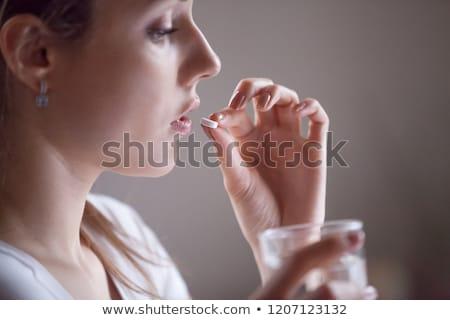 Hangsúlyos lehangolt vonzó fiatal nő fájdalomcsillapító tabletták Stock fotó © ichiosea