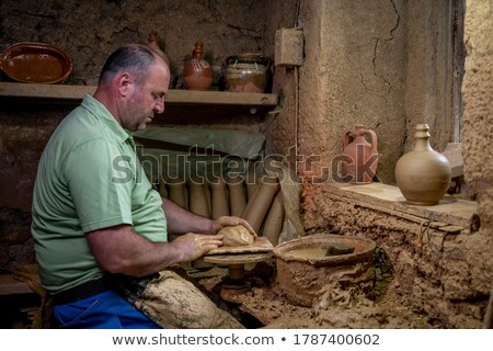 Homme artiste argile poterie tourner roue Photo stock © boggy