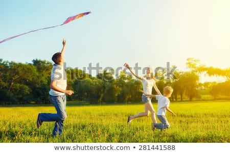 feliz · pai · filho · voador · pipa · juntos - foto stock © elenabatkova