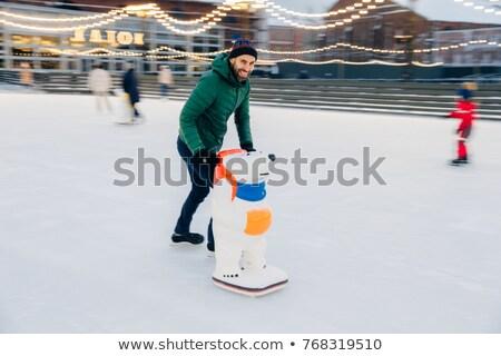 Szabadtér lövés férfi görkorcsolyázó korcsolya segítség Stock fotó © vkstudio