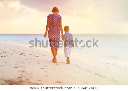 anya · fiú · tengerpart · ölel · ül · homok - stock fotó © ElinaManninen