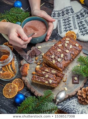 nő · tart · darab · csokoládés · sütemény · otthon · étel - stock fotó © dash