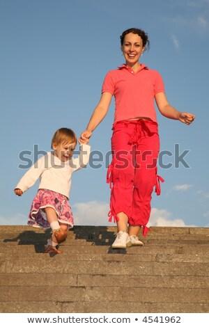 Stok fotoğraf: Anne · kız · taş · merdiven · gökyüzü · mutlu