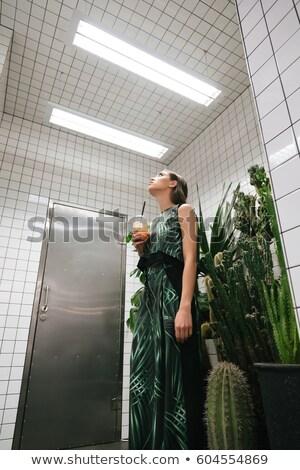 Kobieta soku stałego patrząc sufit Kafejka Zdjęcia stock © deandrobot