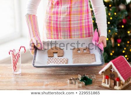 женщину пряничный дома печи лоток Сток-фото © dolgachov