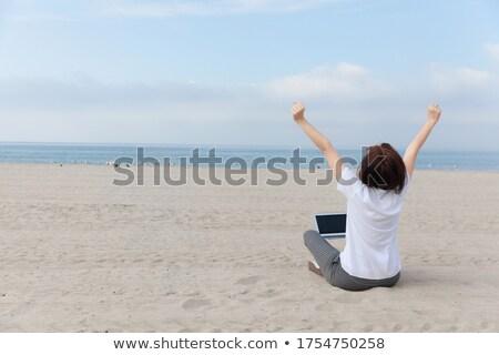 Stock fotó: Nő · élvezi · vakáció · üres · tengerpart · óceán