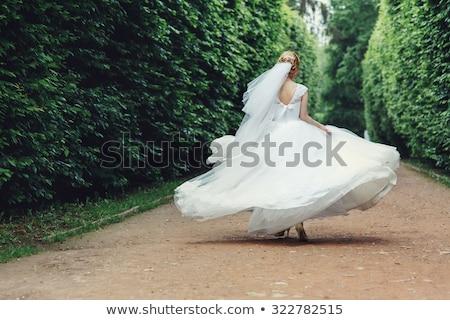 bella · wedding · sposa · esecuzione · giardino · donna - foto d'archivio © ruslanshramko