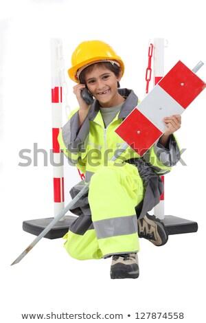 Mały chłopca drogowego pracownika znak drogowy Zdjęcia stock © photography33