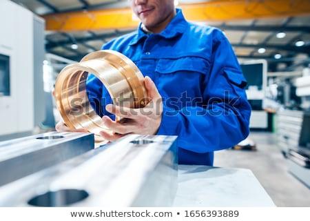 Gyakornok néz férfi munka fém oktatás Stock fotó © Kzenon