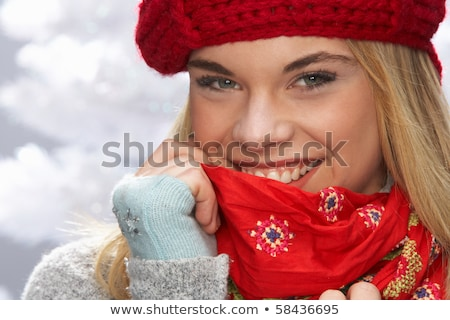 adolescente · rouge · chapeau · écharpe · hiver · Noël - photo stock © monkey_business