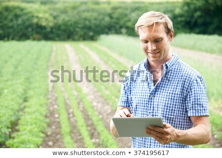 Agricoltore farm digitale tablet alimentare Foto d'archivio © HighwayStarz