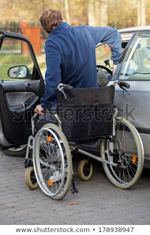 senior · bestuurder · auto · parkeerplaats · parkeren · afbeelding - stockfoto © lightpoet