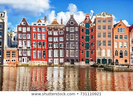 Amsterdam tipik evler ayakta doğrudan doğruya kanal Stok fotoğraf © dirkr