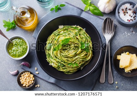 Spaghetti pasta pesto salsa fresche Foto d'archivio © karandaev