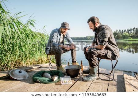 Mannelijke vrienden vissen drinken bier pier Stockfoto © dolgachov