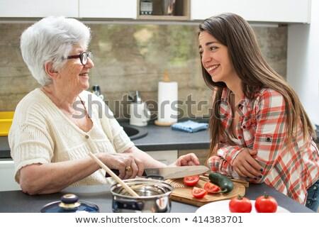 幸せ 祖母 食べ サラダ 孫娘 キッチン ストックフォト © wavebreak_media