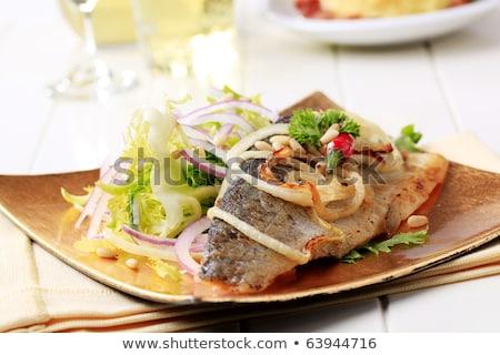 Pstrąg zielone Sałatka filet serwowane obiedzie Zdjęcia stock © Digifoodstock