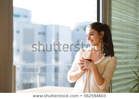 Csinos nő bögre erkély fiatal csinos álomszerű Stock fotó © vkstudio