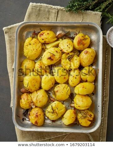 Piekarnik całość ziemniaki zioła Zdjęcia stock © dash