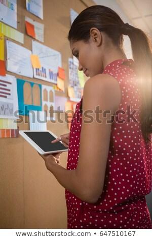 vállalkozó · digitális · tabletta · portré · lövés · ázsiai - stock fotó © wavebreak_media