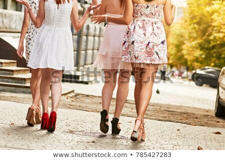 Barátok élvezi napsütés lépés nő férfi Stock fotó © IS2