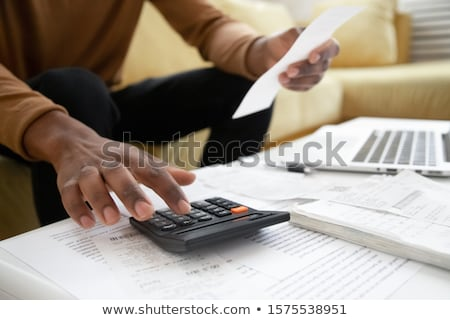 Man zakenman factuur munten Stockfoto © AndreyPopov