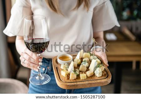 ワイン · ブドウ · チーズ · パン · ナッツ · 先頭 - ストックフォト © karandaev