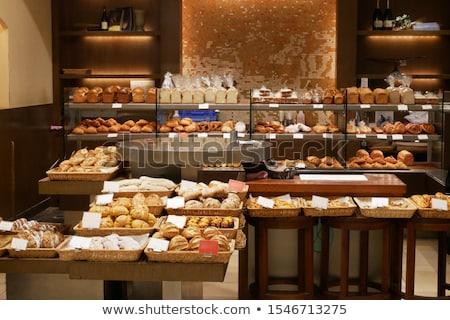Kobieta świeże piekarni sklep Zdjęcia stock © Kzenon