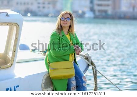 volwassen · vrouwelijke · toeristische · wachten · boord · boot - stockfoto © ElenaBatkova