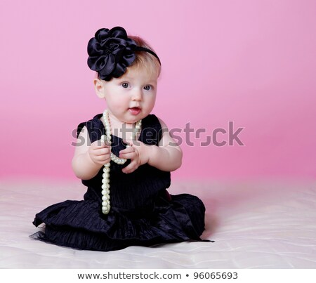 Meisje zwarte jurk kralen witte gezicht Stockfoto © RuslanOmega